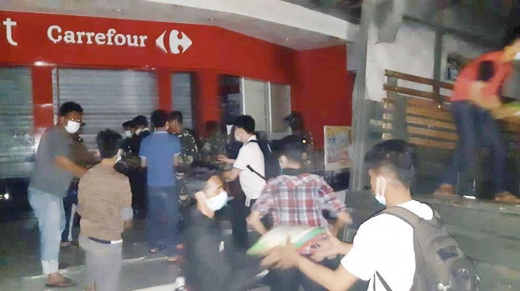 Bersama TNI-Polri, Transmart Pastikan Bantuan Palu Tepat Sasaran