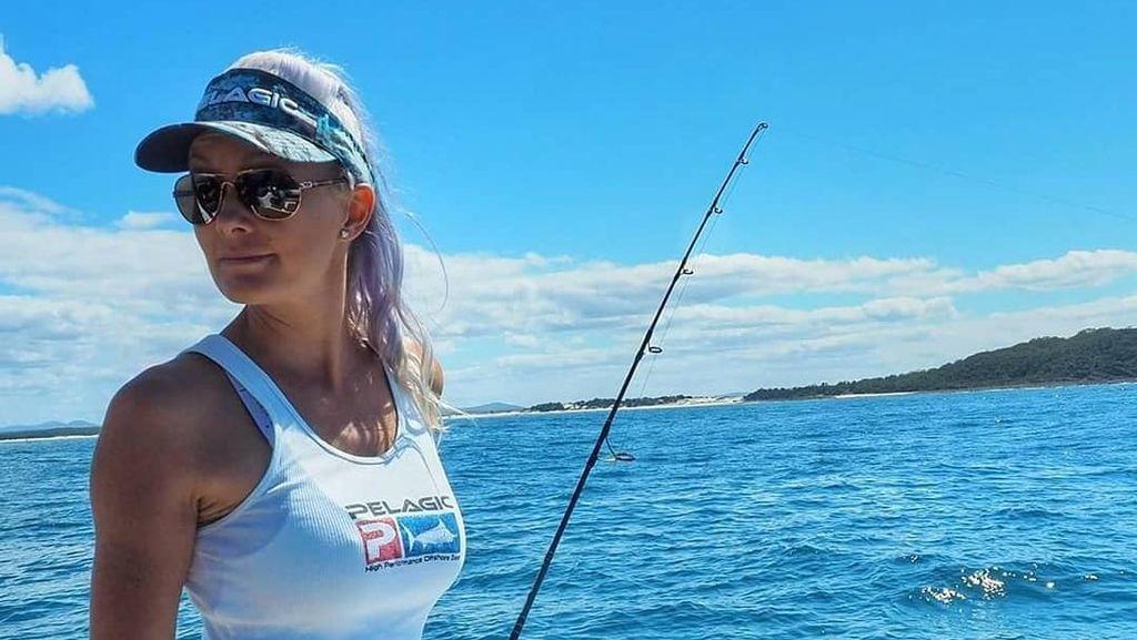 Pesona Brooke Frecklington, Model Seksi yang Suka Banget Mancing Ikan