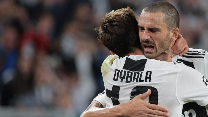 TURIN, ITALY - OCTOBER 02:  Paulo Dybala of Juventus FC celebrates his second goal with his team-mate Leonardo Bonucci (R) during the Group H match of the UEFA Champions League between Juventus and BSC Young Boys at Allianz Stadium on October 2, 2018 in Turin, Italy.  (Photo by Emilio Andreoli/Getty Images)