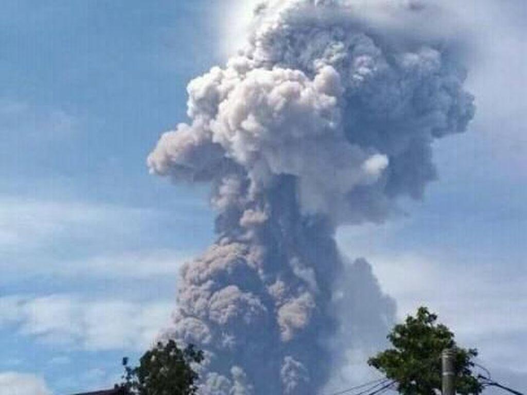 AirNav: Erupsi Gunung Soputan Tak Ganggu Operasional Bandara