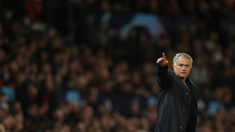 Sarri: Mourinho Layak Dapatkan Respek Lebih Besar