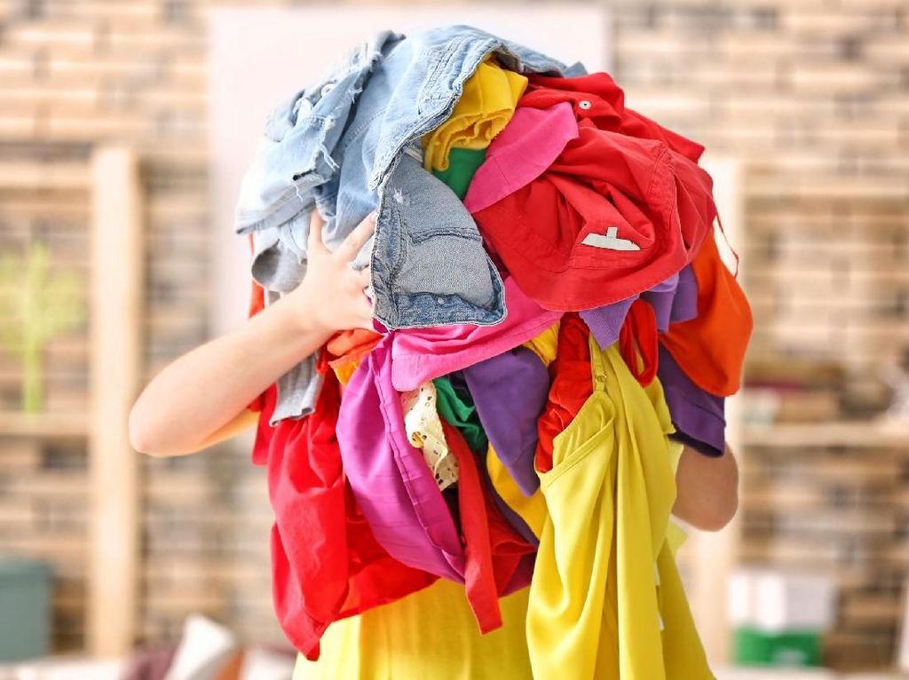 Malas Bayar Bagasi, Pria Ini Pilih Pakai 15 Lapis Baju