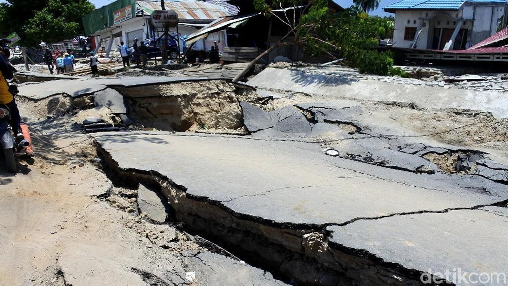 Potret Bumi yang Terbelah di Sigi usai Gempa danTsunami