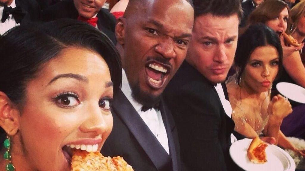 Gaya Keren Channing Tatum Saat Makan Pizza dan Goreng Telur