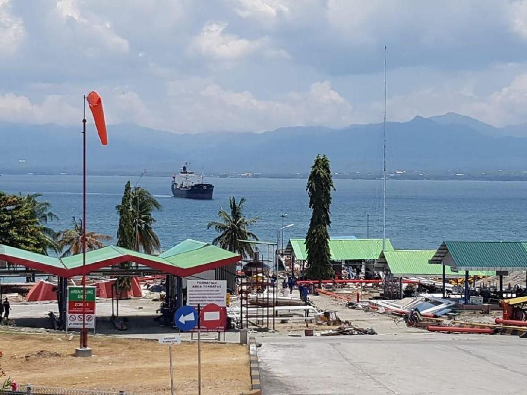 Kapal Tanker Angkut Premium Merapat di Donggala