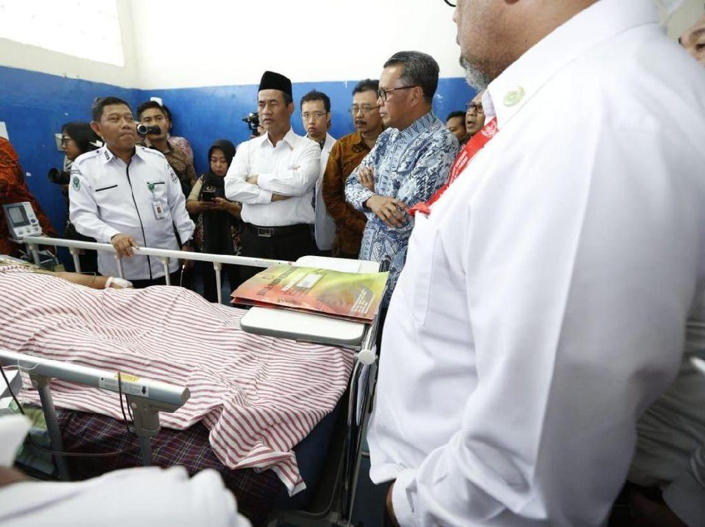 Mentan Cek Korban Gempa Palu yang Dirawat di Makassar