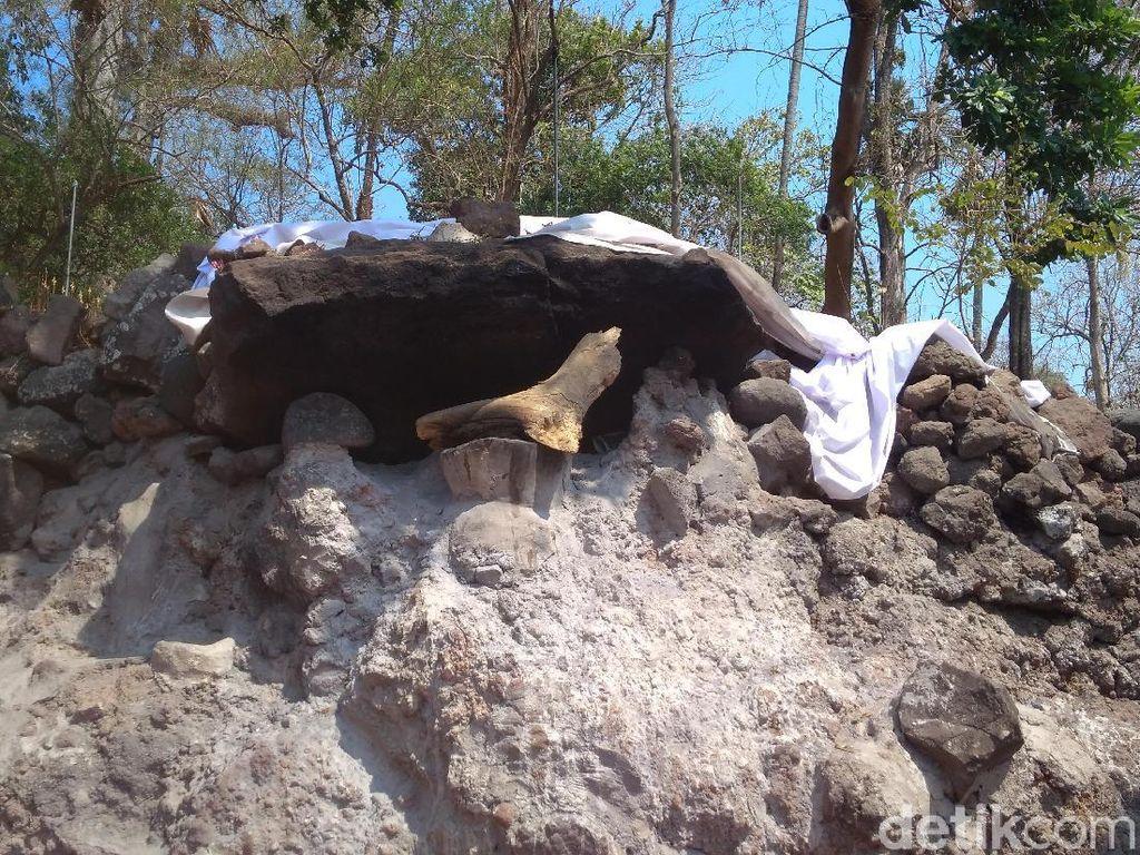 Foto: Batu Penolak Bala di Makam Sunan Gunung Jati