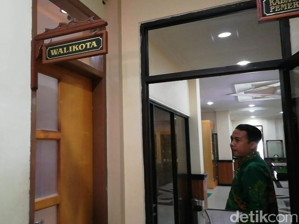 Ruang Wali Kota Pasuruan Juga Disegel KPK