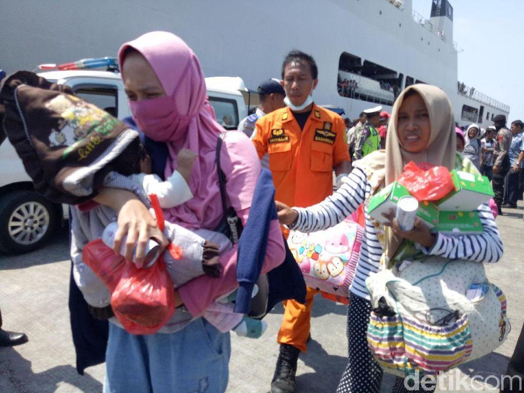 2 Pengungsi Gempa Melahirkan di Kapal Saat Dievakuasi ke Makassar