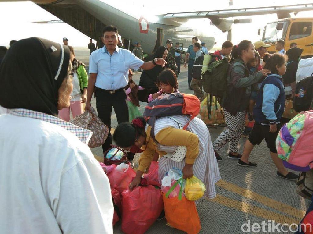 Pengungsi Gempa Palu Tiba di Juanda, Gus Ipul: Jatim Siap Tampung