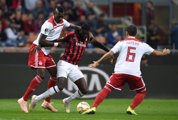 AC Milan menjamu Olimpiakos di matchday kedua Liga Eruopa. Bermain di San Siro, Rossoneri sempat dibuat kesulitan sebelum akhirnya menang 3-1. Milan yang melakukan comeback, mencetak ketiga golnya dalam waktu sembilan menit (REUTERS/Daniele Mascolo)
