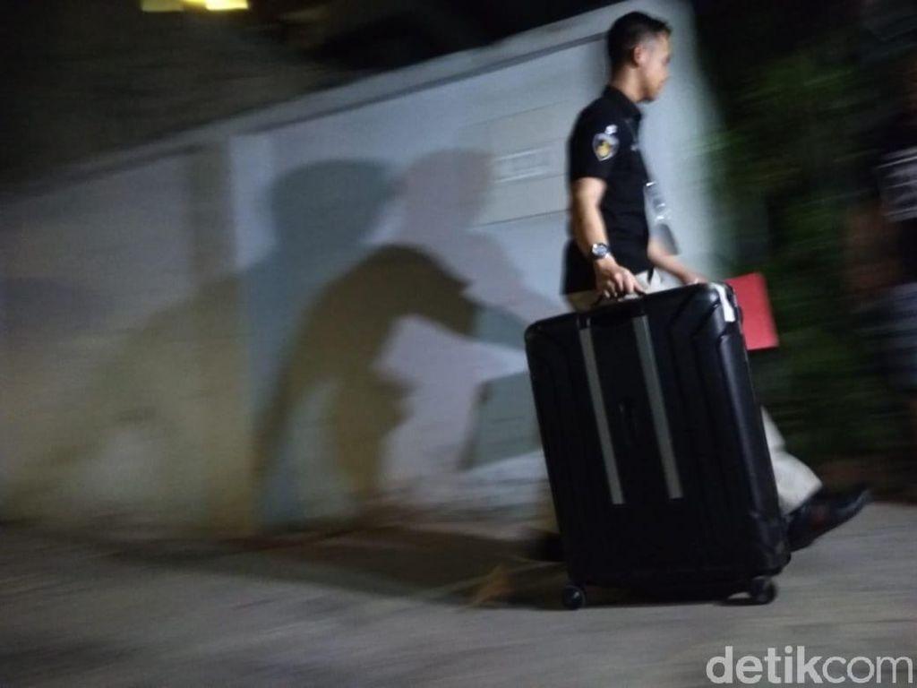 Geledah Rumah Ratna Sarumpaet, Polisi Bawa Laptop hingga Nota