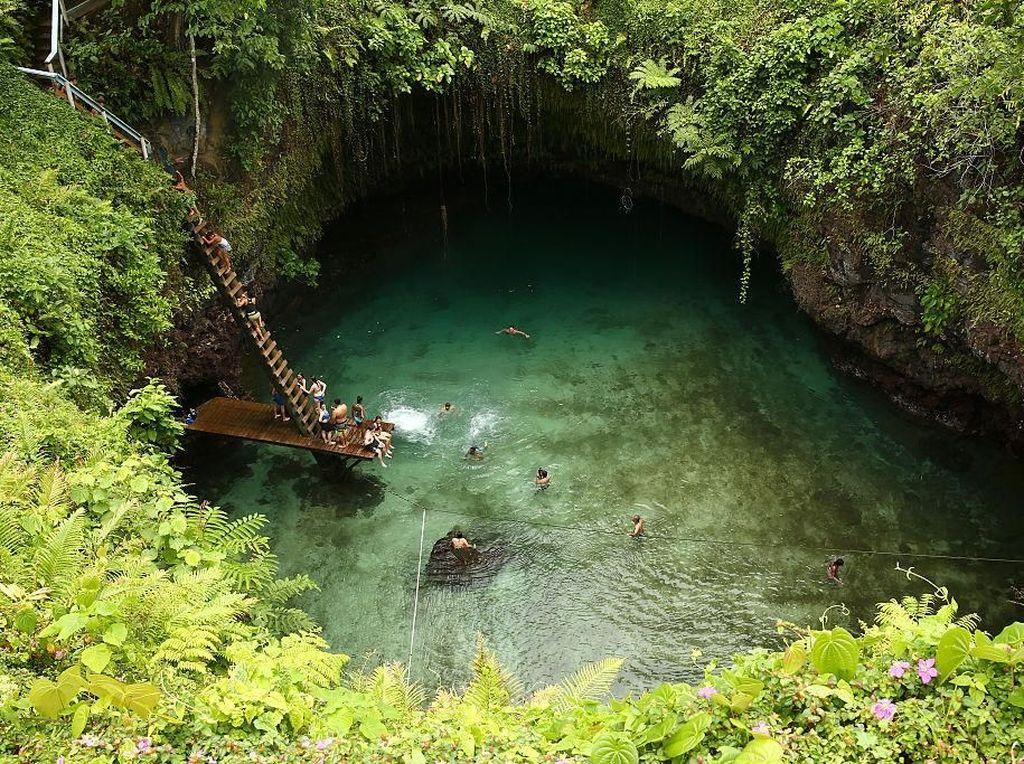 Katanya Kolam Renang Alami Paling Indah di Dunia