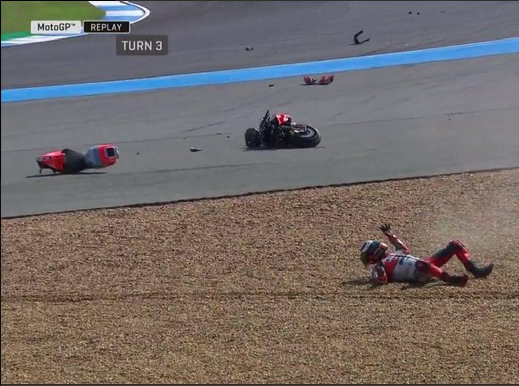 Ini Video Kecelakaan Lorenzo dan Kondisi Motornya Usai Crash