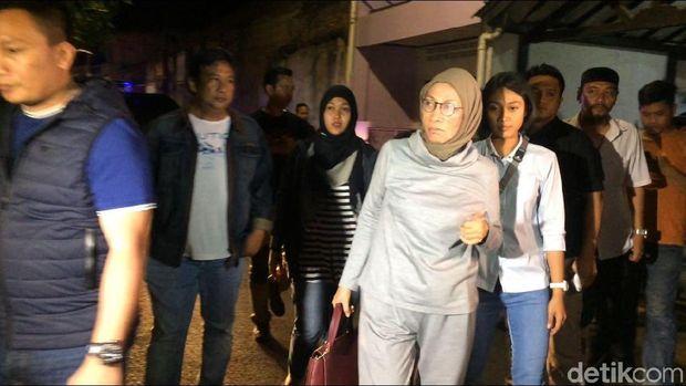 Tiba di Rumah Ratna Sarumpaet, Polisi Lakukan Penggeledahan