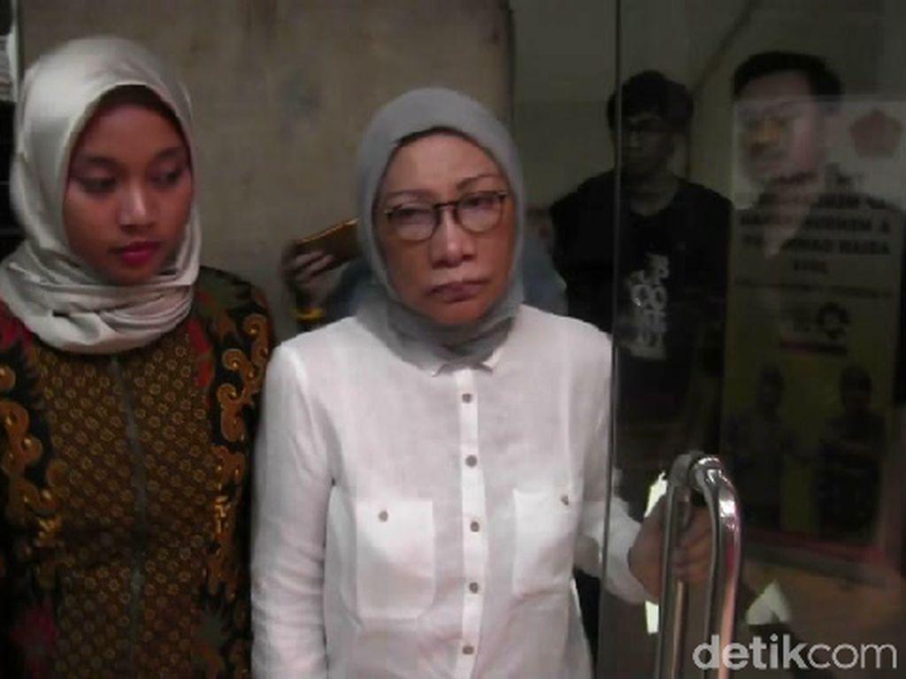 Ratna Sarumpaet Ditahan di Polda Metro Jaya Selama 20 Hari ke Depan