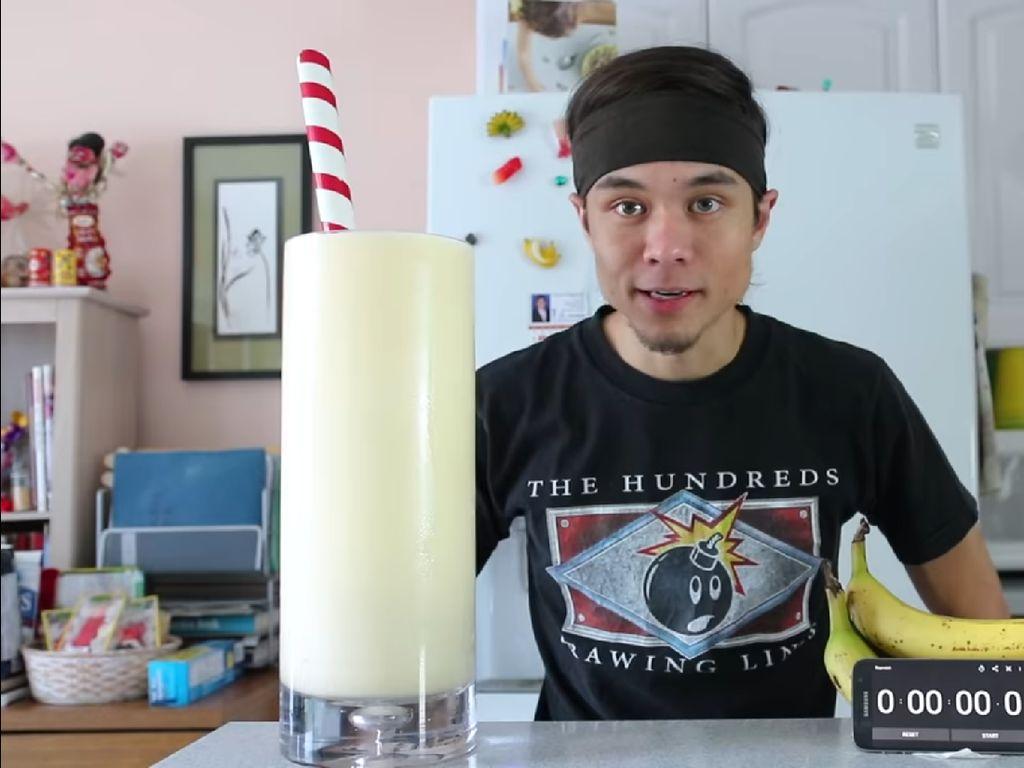 Lihat Aksi Matt Stonie Minum 4.7 Liter Milkshake Kurang Dari 5 Menit!
