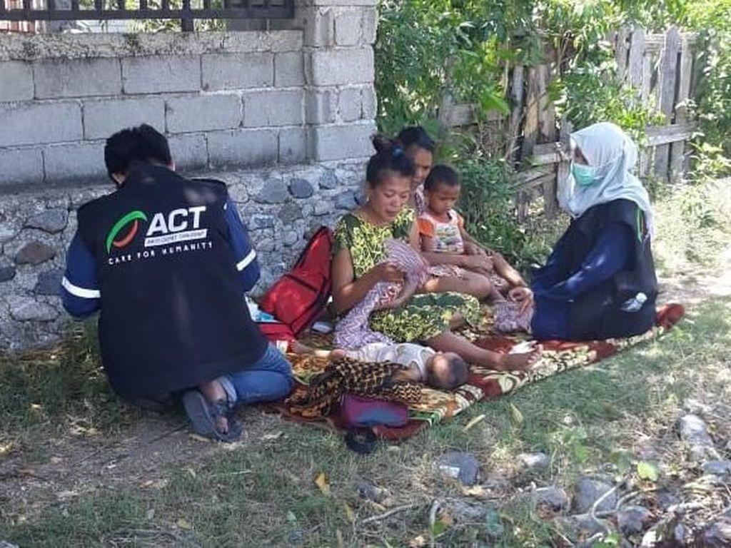 Relawan Selamatkan Balita Kurang Gizi dari Pengungsian di Palu