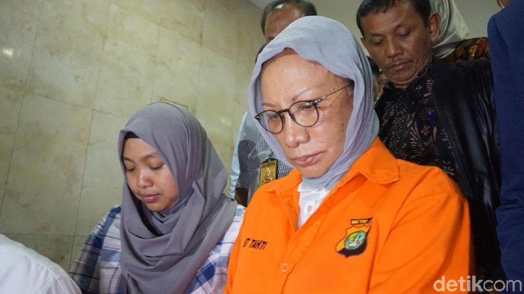 Foto: Ratna Sarumpaet dari Berbohong Hingga Ditahan Polisi