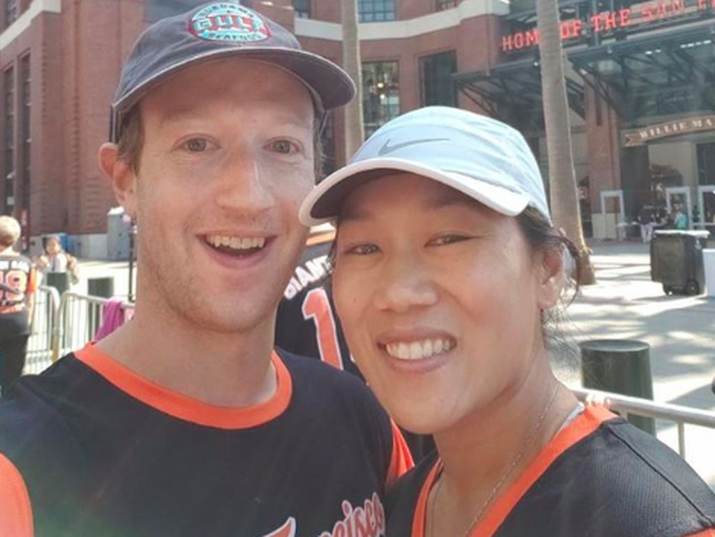 Gaya Apa Adanya Istri Zuckerberg yang Bikin Heran