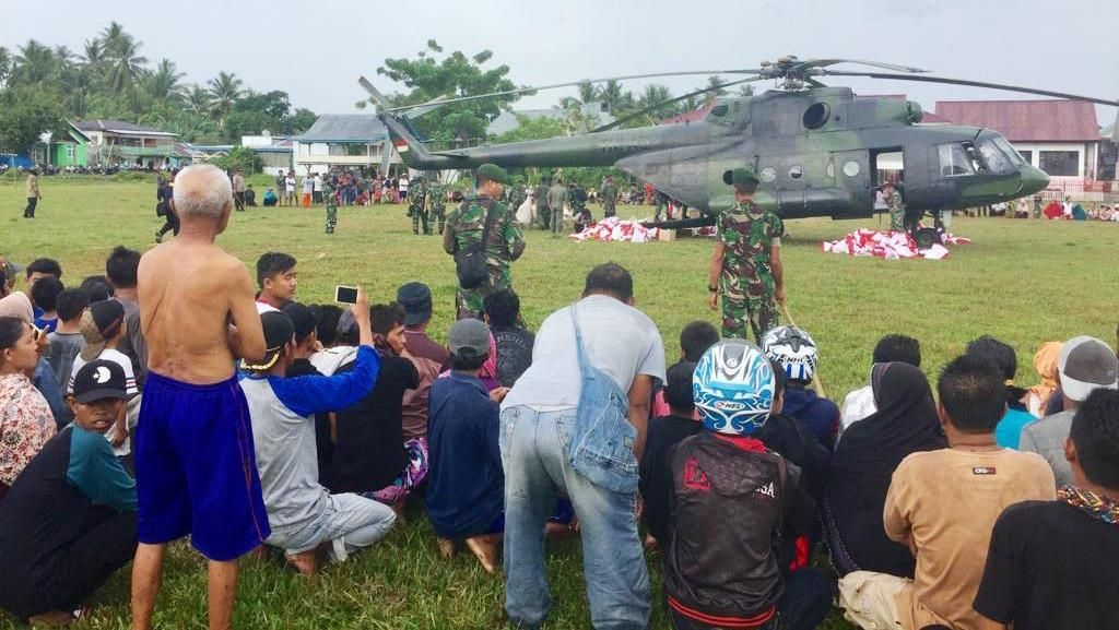 Helikopter MI-17 Angkut Bantuan untuk Korban Gempa Sulteng