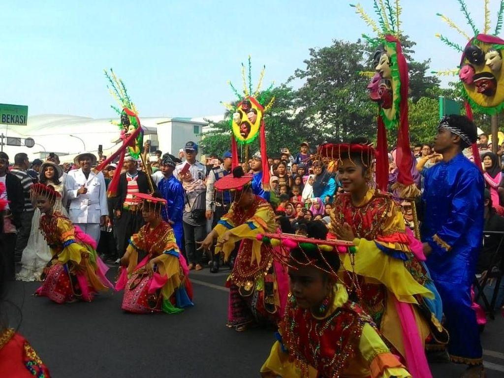 Potret Kemeriahan Festival Pawai Budaya Jawa Barat di CFD Bekasi