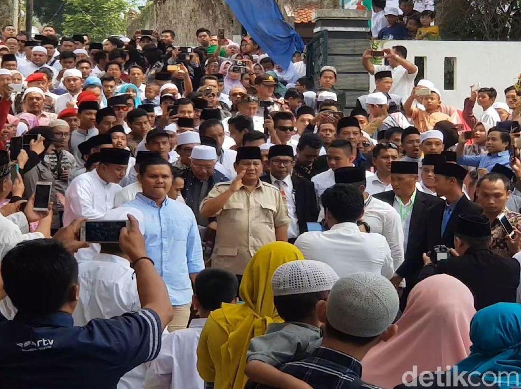 Momen Prabowo Hadiri Tasyakuran Ponpes di Sukabumi