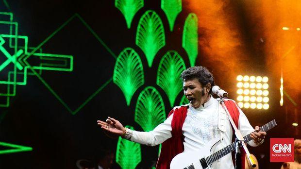 Rhoma Irama dan Soneta tampil sebagai penutup Synchronize Fest 2018 hari kedua. Tampil selama satu setengah jam, mereka membuat penonton yang henti bernyanyi dan berjoget.