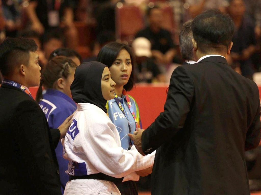 Artis Terharu Judoka Indonesia Pertahankan Hijab ketimbang Tanding