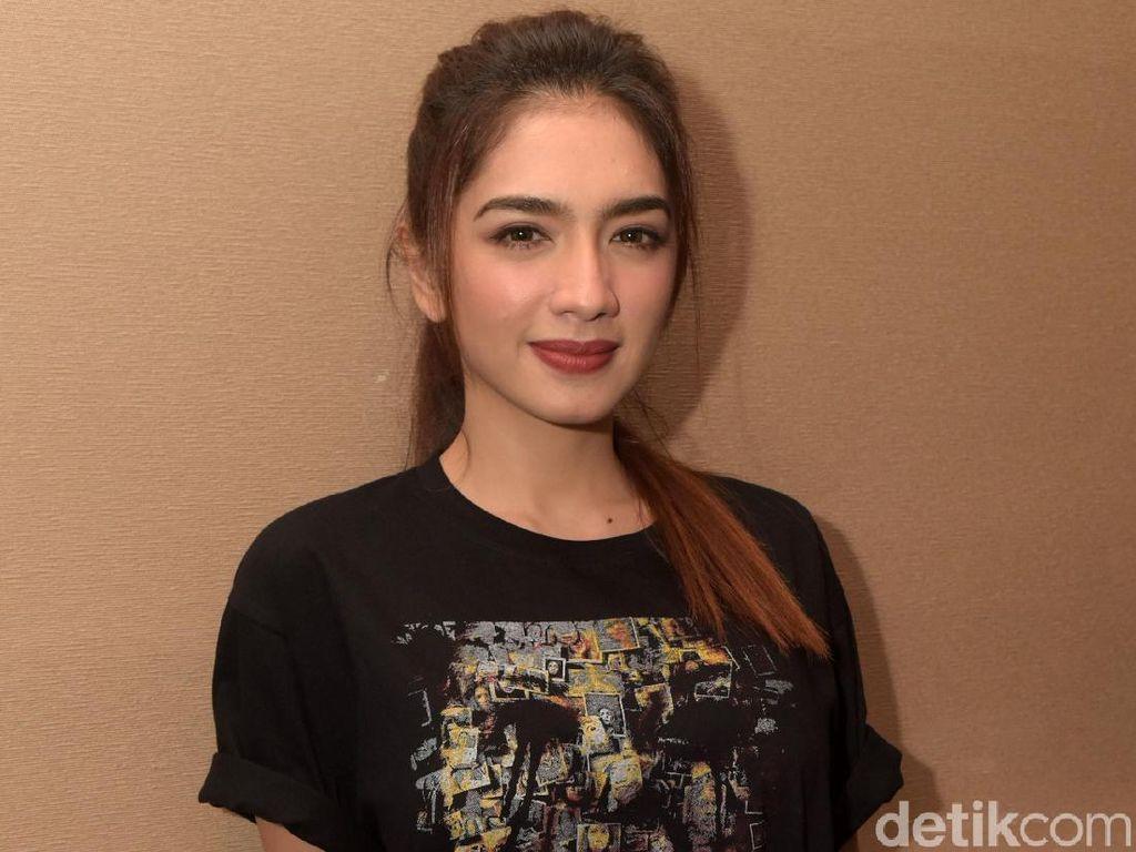 Mata Batin dan Cinta Angel Karamoy Dibuka di Film Garapan Pacar