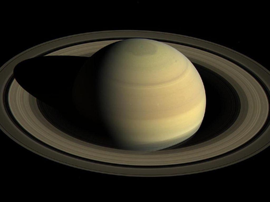Ada yang Janggal di Foto Terbaru Planet Saturnus
