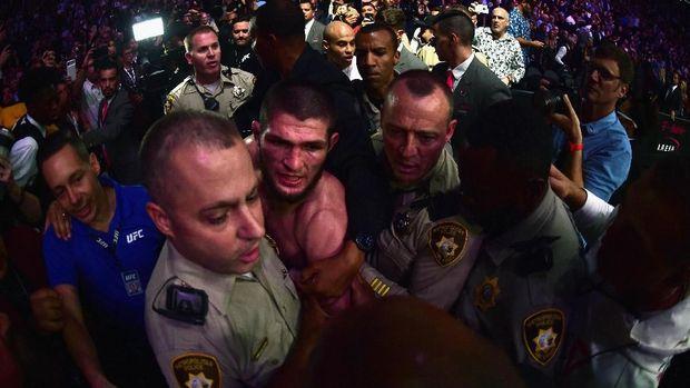 Khabib dihukum lantaran diklaim berbuat rusuh usai UFC 229.