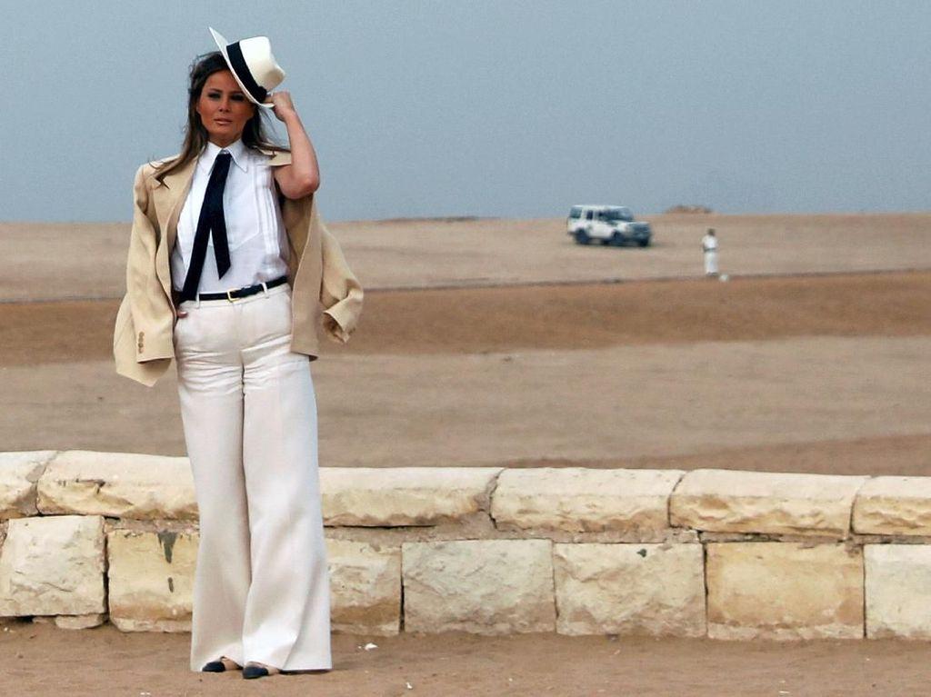 Foto: Gaya Melania Trump yang Disebut Mirip Tokoh Fiksi Nazi