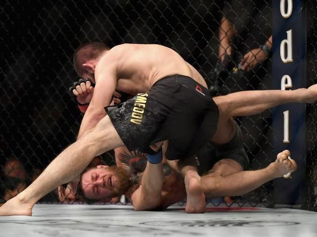 Lihat Lagi Saat Khabib Siksa Conor McGregor