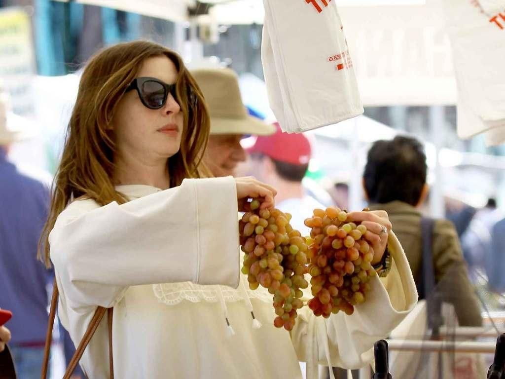 6 Fakta Anne Hathaway, Aktris Cantik yang Hamil Anak Kedua