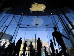 Apple Pesan Sampel Layar Lipat dari Samsung