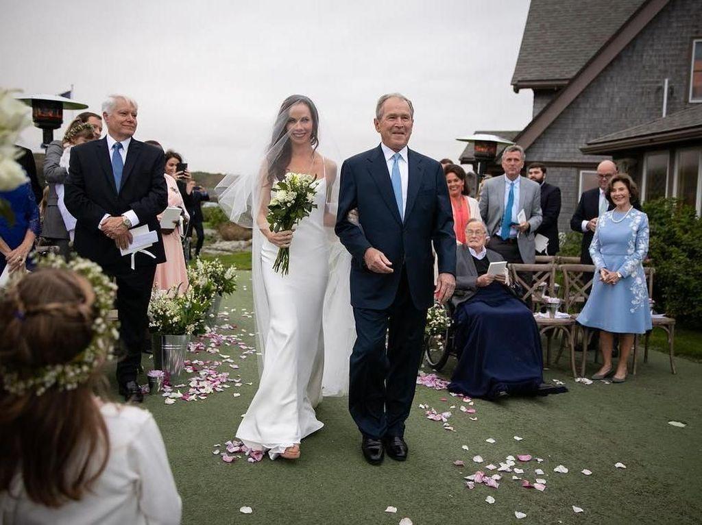 Cantiknya Putri George W. Bush Menikah Dibalut Gaun Vera Wang