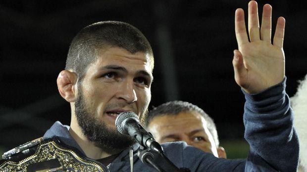 Legenda UFC Pilih Keluarga Ketimbang Hadapi Khabib