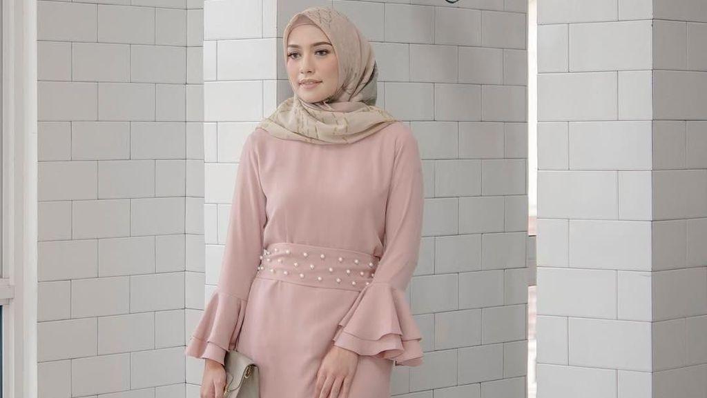 Foto: Inspirasi Baju Kondangan Hijab Ala Si Cantik Mega Iskanti