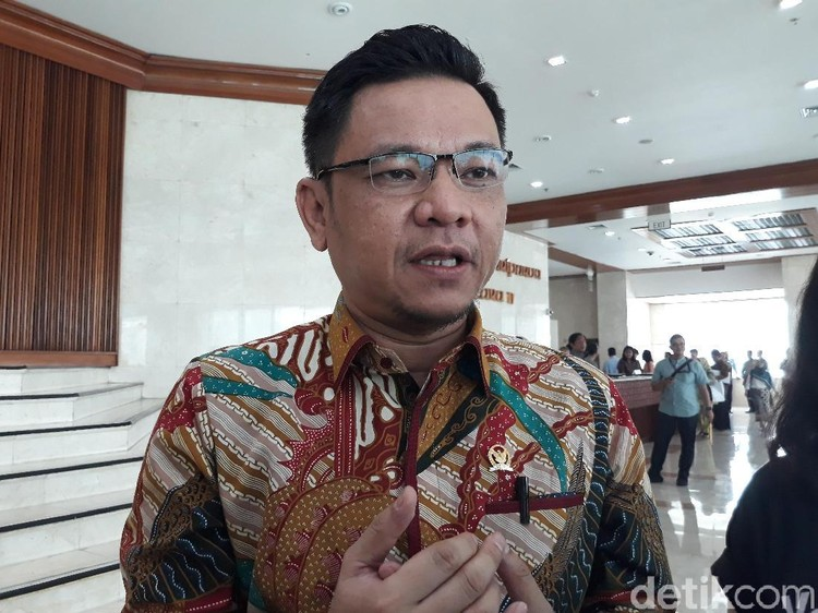 Video Sandi Langkahi Makam, Tim Jokowi Singgung Santri Post Islamisme