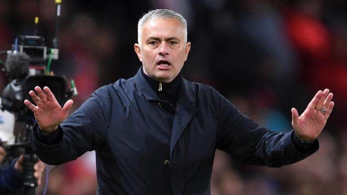 Jose Mourinho diprediksi akan parkir bus saat Manchester United berhadapan dengan Chelsea di Liga Inggris akhir pekan ini  (Michael Regan/Getty Images)
