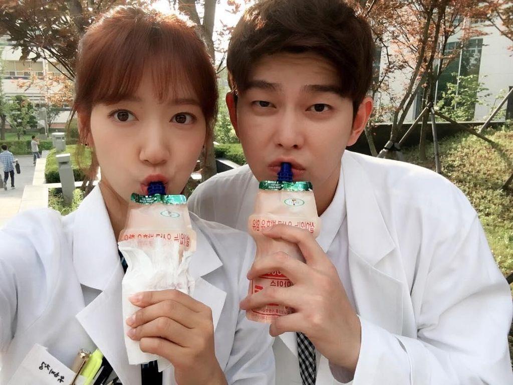 Minum Kopi dan Makan Carrot Cake Jadi Favorit Si Manis Park Shin-hye