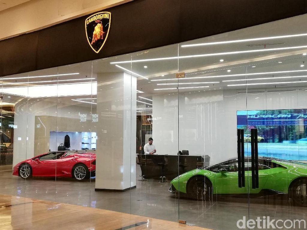 Brumm! Mobil Sport Ramai-ramai ke Mal Mewah Jakarta