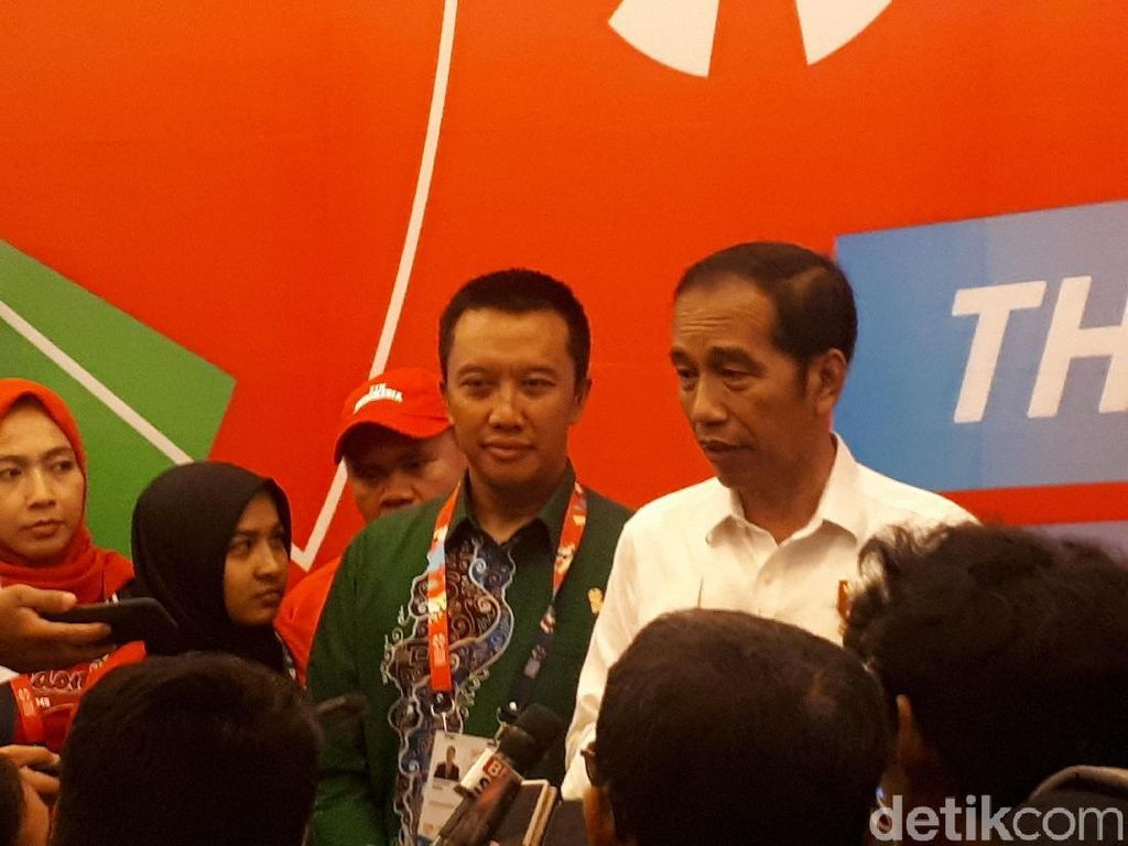 Angkat Berat Mentok di Perak, Jokowi Akui Dominasi China