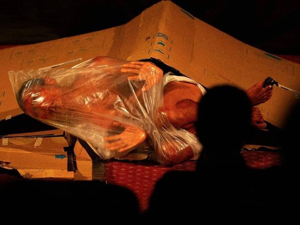 Komunitas Polelea Sigi Bawakan Songi di Panggung Pekan Teater Nasional