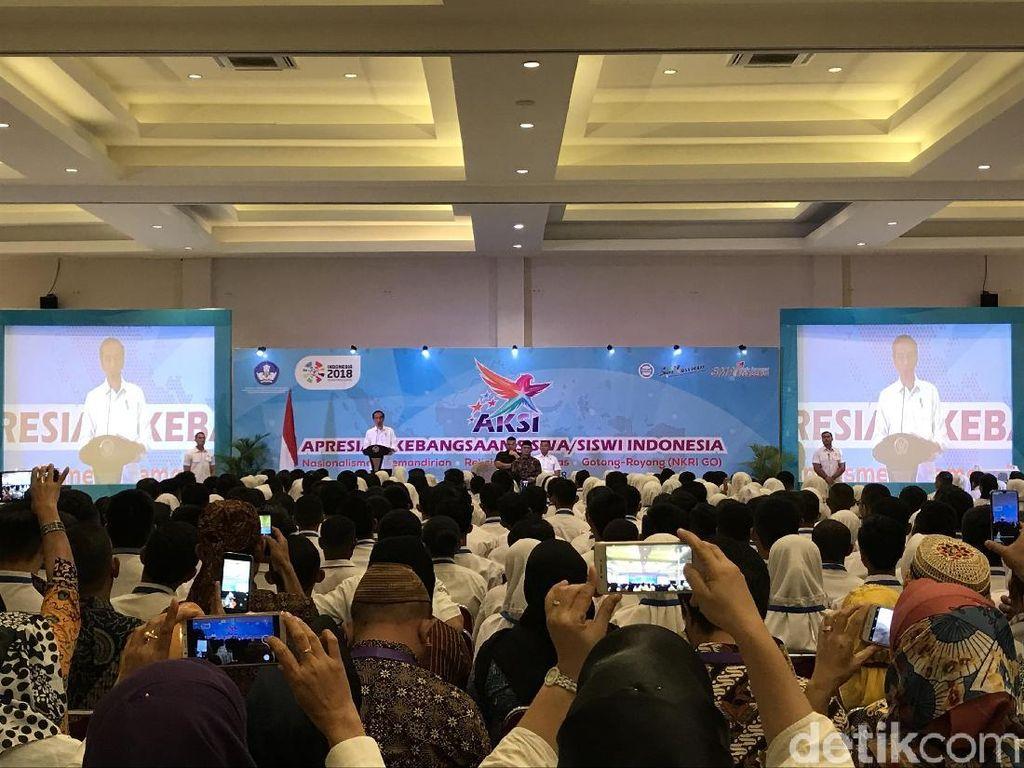 Jokowi Bertemu dengan Siswa AKSI dan Guru Sastra di Bogor