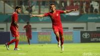Indonesia sukses memanfaatkan kelengahan Myanmar saat menyerang untuk mencetak gol ketiga di menit ke-39.