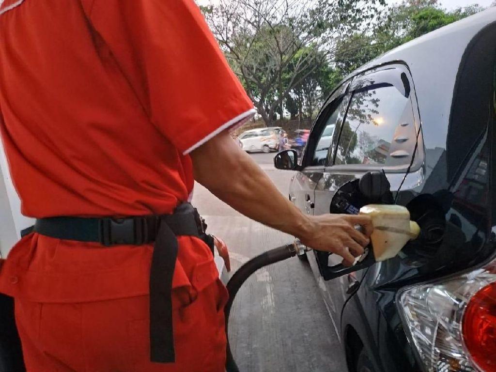 Nggak Ada Untungnya Isi BBM Sambil Goyang-goyang Mobil