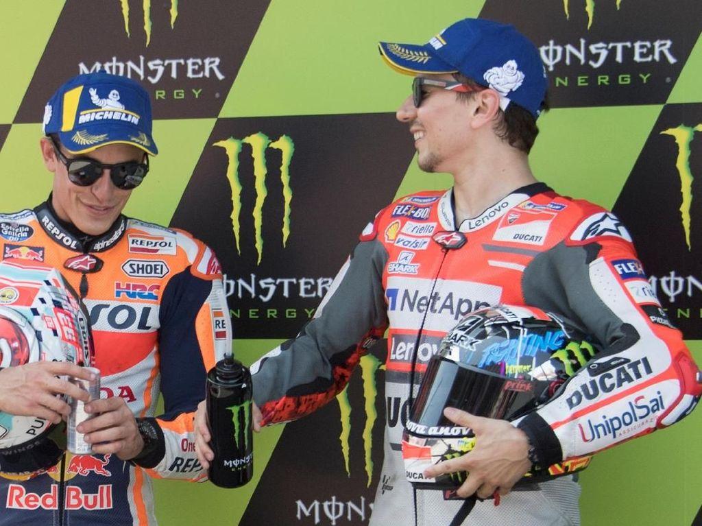 Lorenzo Dituding Tak Mau Lagi Bela Ducati, Marquez Membela