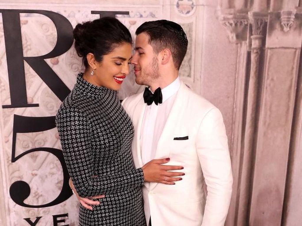 Foto: Kemesraan Priyanka Chopra dan Nick Jonas yang Nikah di Istana India